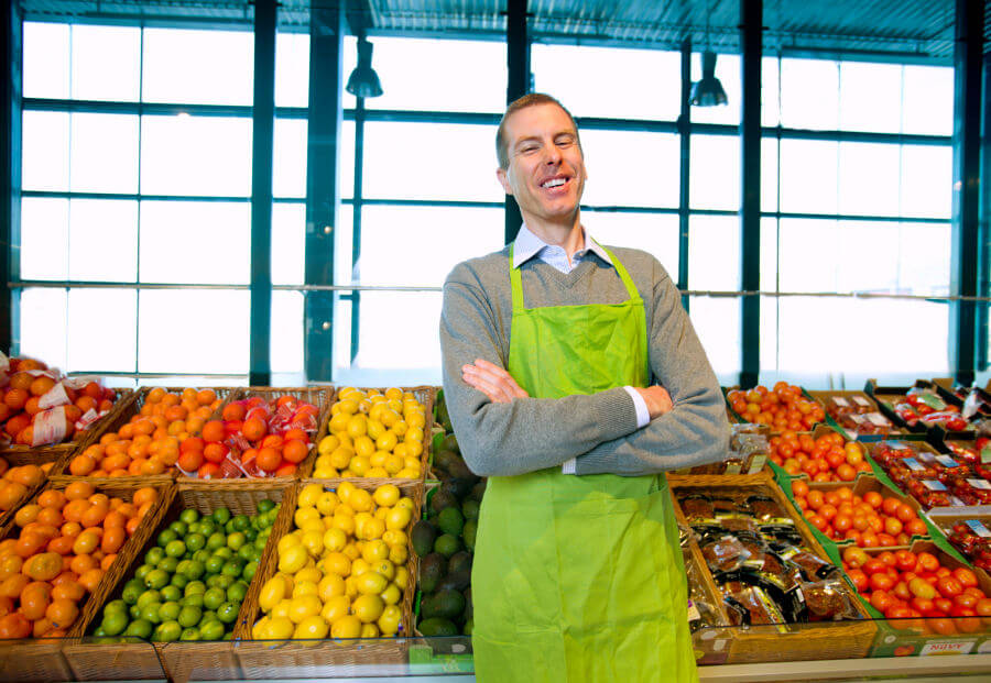 Продавец овощного магазина