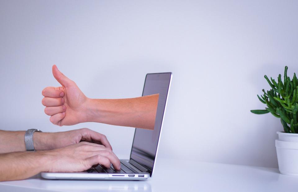 Кто платит за отзывы в интернете